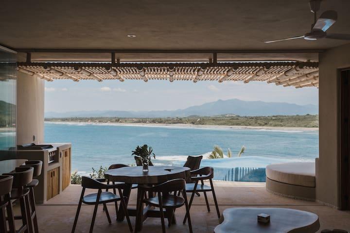 Breathtaking Ocean Views Luxury 2 bedroom