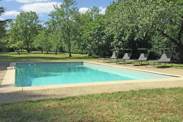 Stunning Loft in einem Kloster, in einem Dorf mit Park Garten und Pool