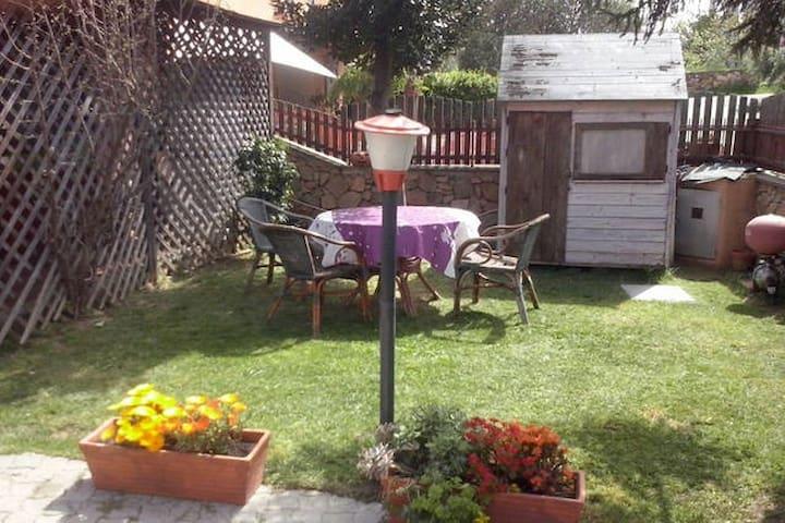 S.Teodoro Comoda Casa con giardino a 2km dal Mare - Badualga - Appartement