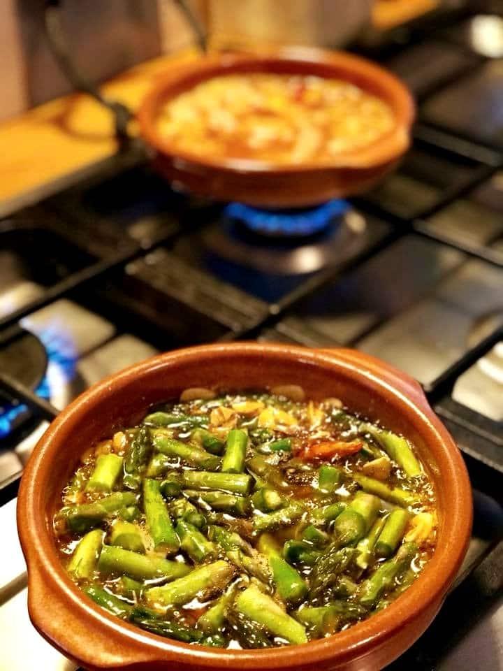 Asparagus and gambas al pil pil
