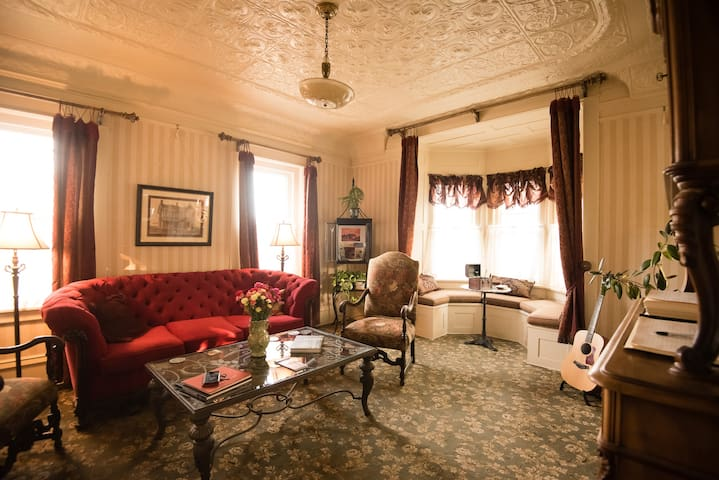 Cozy and comfortable Parlor, complete with library and England House History and photos spanning 115 years
