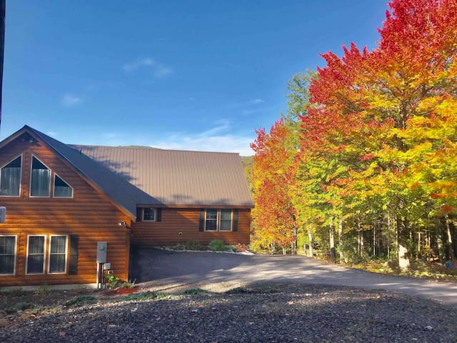 Beautiful Log Cabin w/View & Near Lake