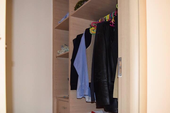 Level 1:Master's bedroom vestiario.