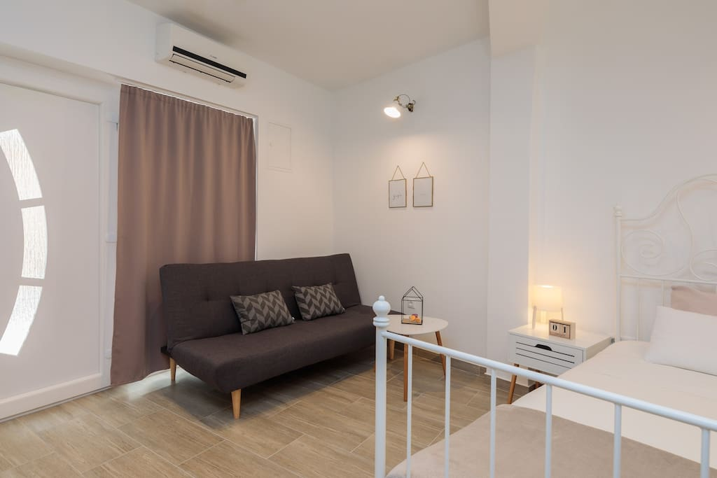 """""""The apartment was very well located, just at the entrance of the old city."""" Rejan from FR"""