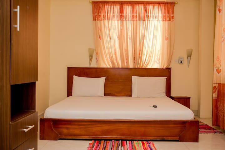Serene Guest house with Bed and Breakfast