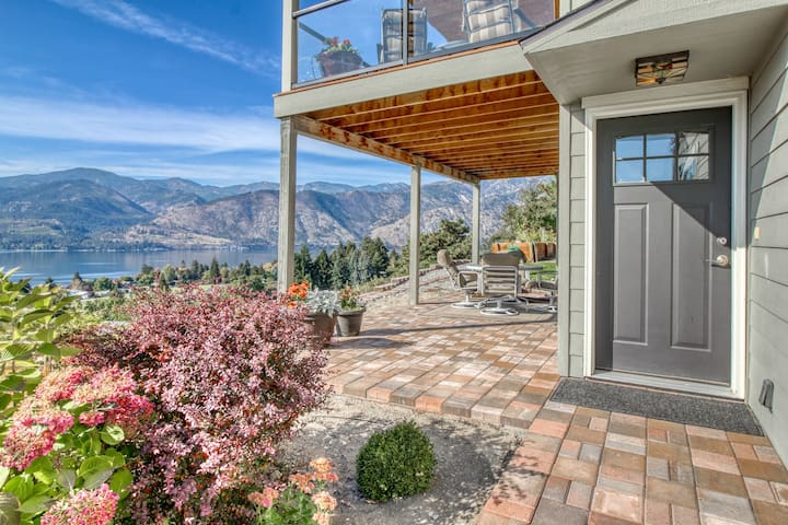 Garden-level apartment w/ patio and panoramic views of Lake Chelan!