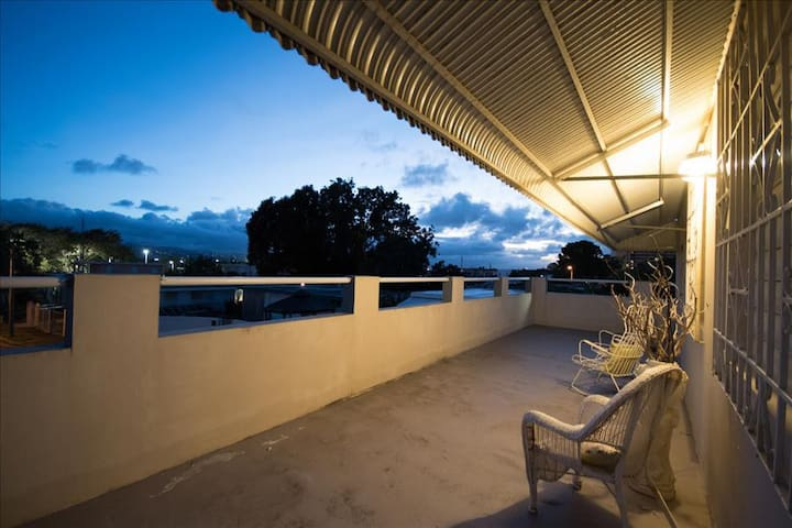 Caparra 2 Bedroom Penthouse Apartment w/ Terrace