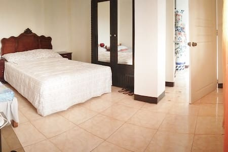 Third & Sean's Place: Superior Room - Legazpi City - Bed & Breakfast