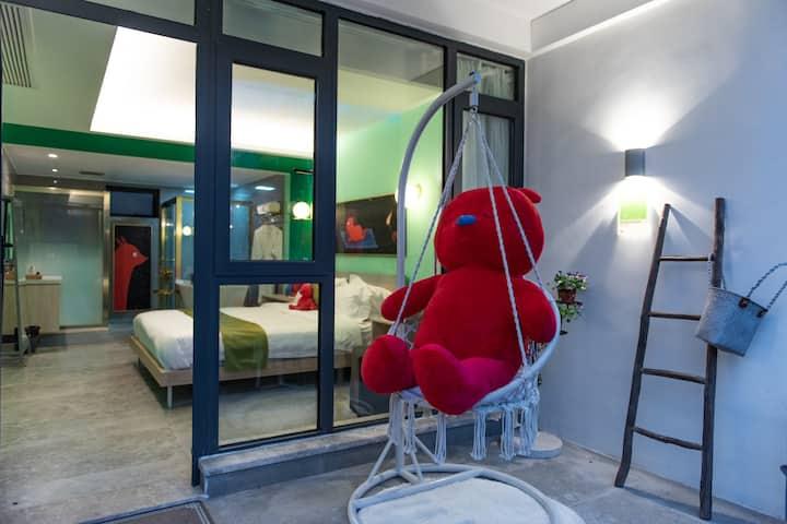 网红PUPU熊旅拍打卡地|近西湖、灵隐寺、动物园—温暖奢华浴缸大床房【带地暖】