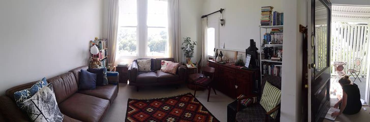 Sunny apartment minutes from CBD - Wellington - Bed & Breakfast