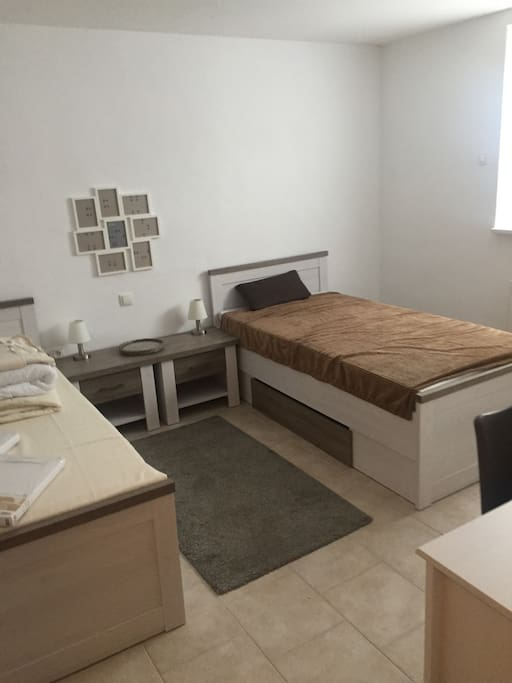 Doppelzimmer mit 2 getrennt stehenden Betten