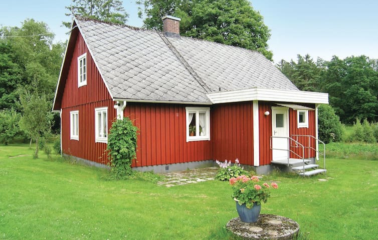 Former farm house with 2 bedrooms on 80m² in Våxtorp