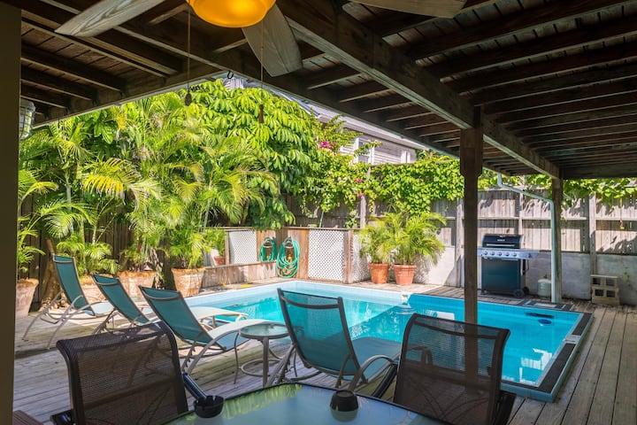 A Key West gem w/ a private pool - close to shops & restaurants, dog-friendly