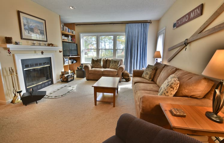 3 bedroom ski on/off Winterplace condo, Sleeps 8