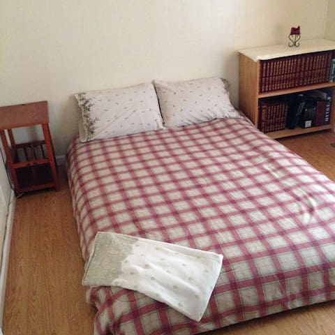 Private Room for Two - Ontario - Inny