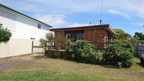 Norsemens Cottage Coronet Bay (pets welcome)