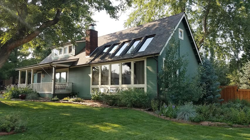 Charming Basement Apartment in Old Town Longmont