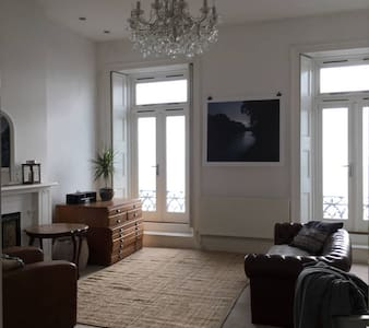 Elegant Seafront Regency Two Double Bed Apartment - Saint Leonards