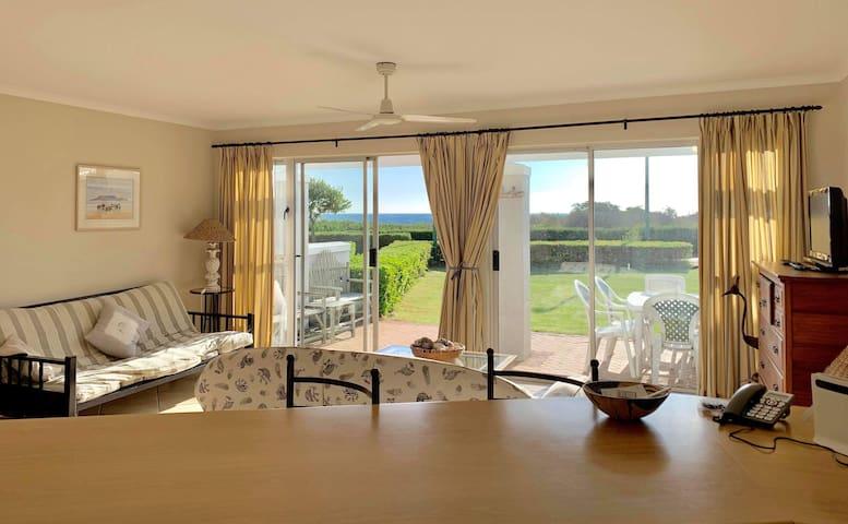 Idyllic Beach House - garden & direct beach access