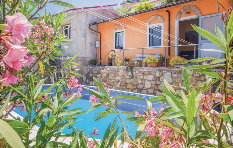 Holiday cottage with 2 bedrooms on 41m² in Imperia -IM-