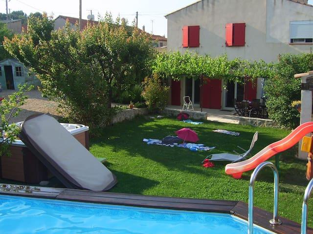 Grande Villa  avec piscine et jacuzzi - Gréasque - House