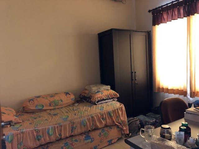 Guesthouse / Kost untuk Wanita dekat Pakuwon Mall