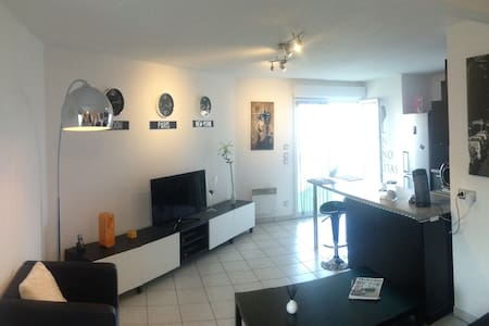Bright room near downtown - Clermont-Ferrand - Apartamento