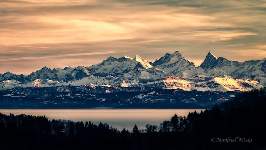 DZ mit Traumhafter Aussicht auf die Alpen - Ramiswil - บ้าน