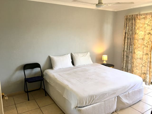 Central Indooroopilly King-sized room. Free WiFi.