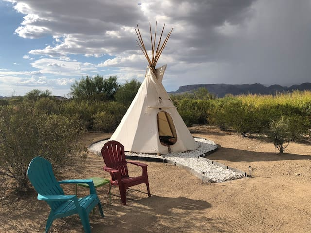 Comanche Cabin (Tipi at Big Bend Glamping)