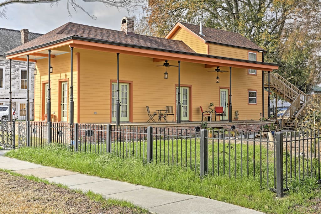 Located just minutes from the French Quarter and top-notch fishing, this 1,400-square-foot home is perfect for anglers and adventurers alike.