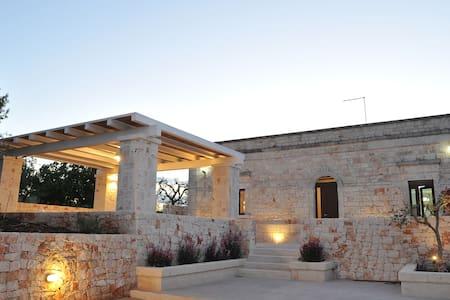 Villa Fantese alle porte di Ostuni e Cisternino