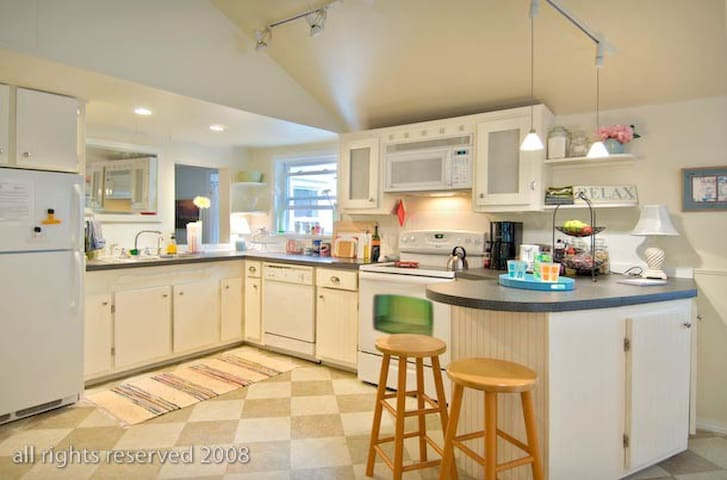 Cottage in the Woods | Dogs Welcome - Wolfeboro - Dům