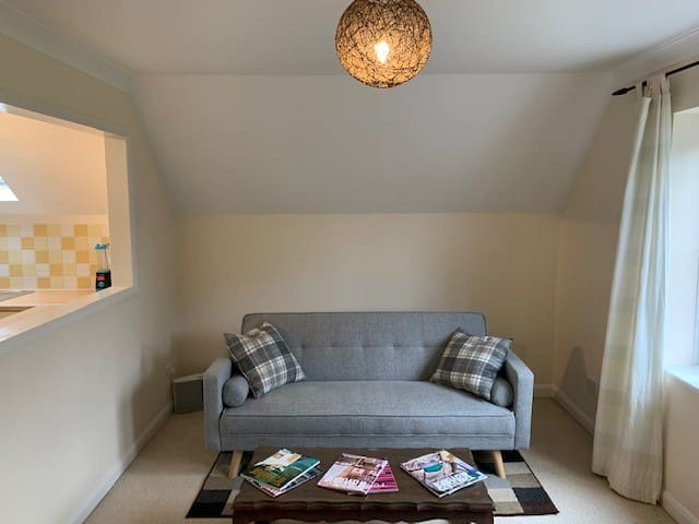 Private Flat-Quiet Location - Close to Station