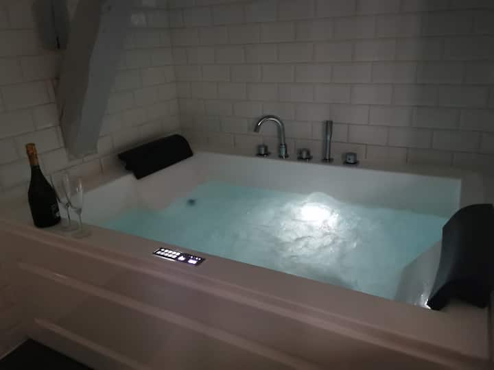 Appartement jacuzzi privatif : Urban Love