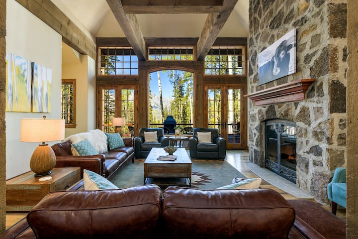 COLUMBIA MANOR - Luxury Estate, Game Room, Hot Tub, easy ski access