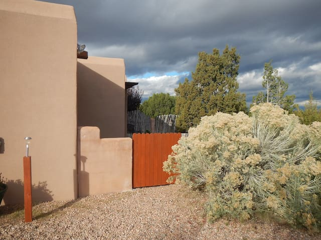 Neat, cozy Casita off Main Street - Santa Fe - Appartement
