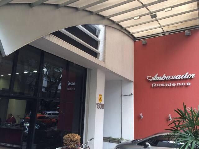 Porta de entrada do Ambassador Residence