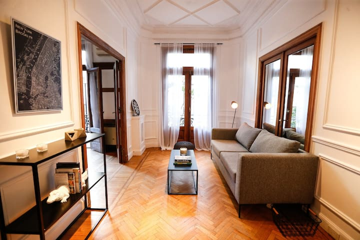 75% OFF - Exclusive Petit 1930 Renovated