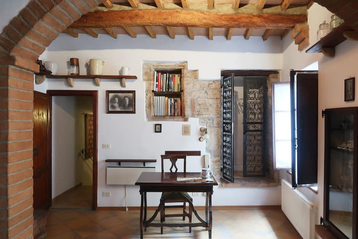 Charming little apartment in Rapolano Terme