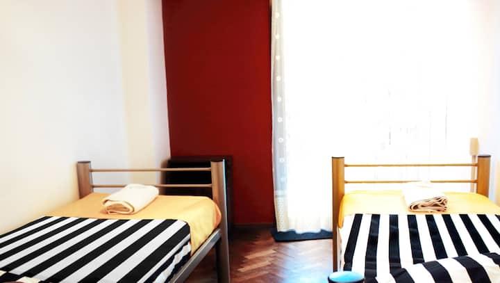 Doble twin con baño compartido-Play Hostel Soho