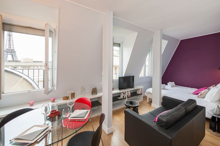 Superb studio with Eiffel Tower view!