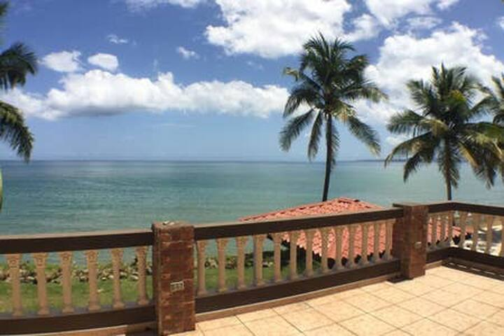 Beachfront Living and Sunsets Rincon 10 Min Room 1