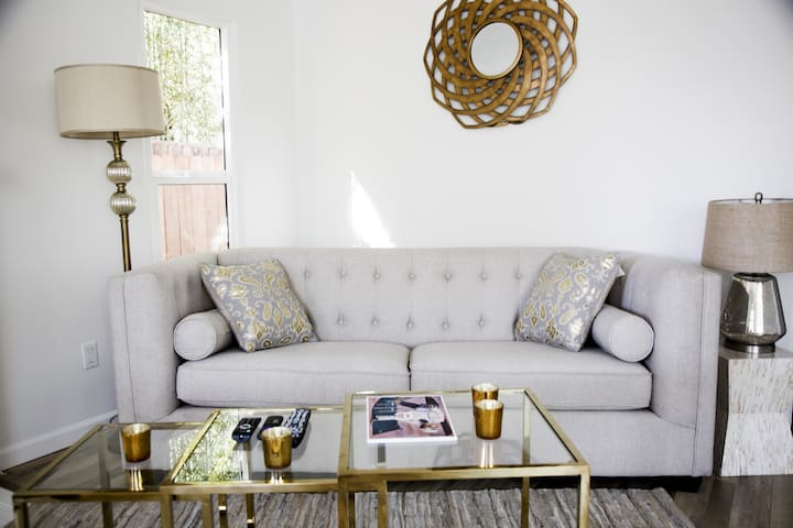 Luxury 2BDR  Weho House  with 3 beds
