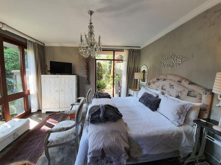Waterhouse Guest Lodge- Friends Studio, aircon