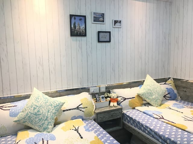 #1 Uni-themed Family Quad Room in Tsim Sha Tsui
