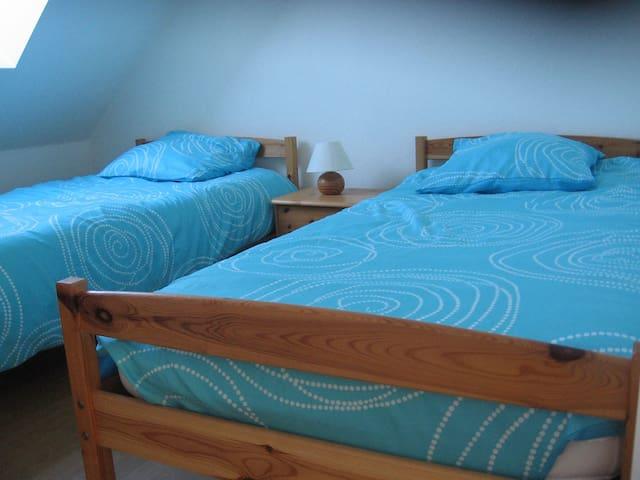 chambre 2 lits jumeaux de 90 cm de large qui peuvent être rapprochés