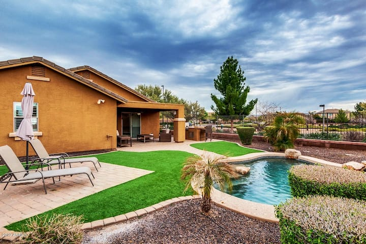 Gilbert bungalow with heated pool!!!