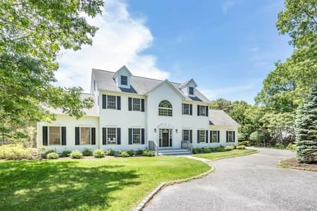 HAMPTONS WHITE HOUSE - SECLUDED OASIS WALK 2 BEACH