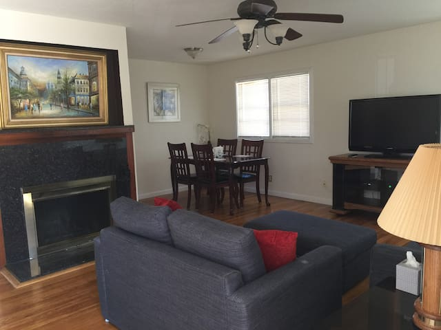 Spacious Two-Bedroom House in Redwood City